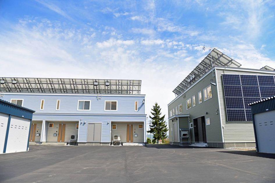 太陽光パネルのあるアパート
